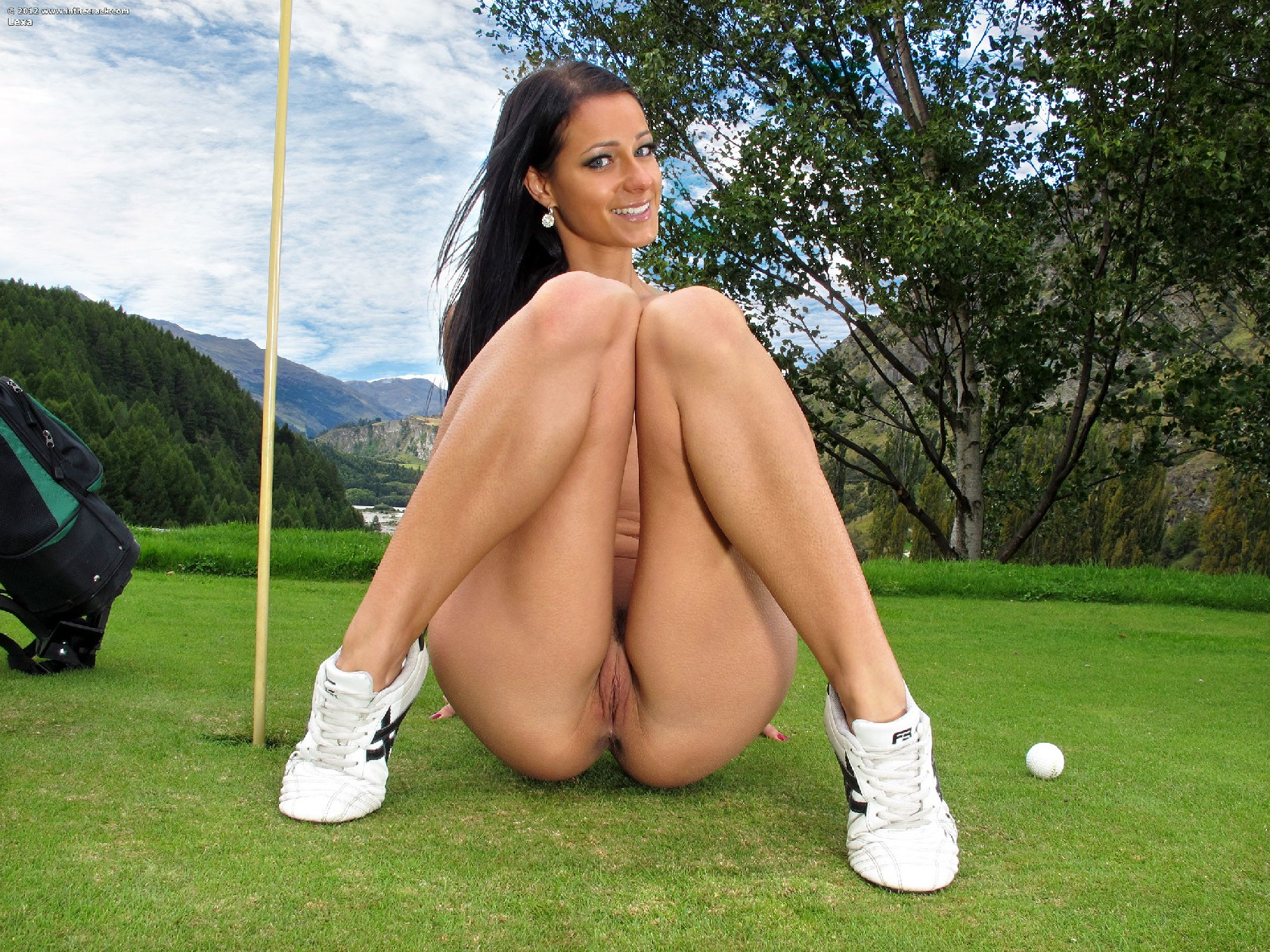 Nude golf video — pic 1