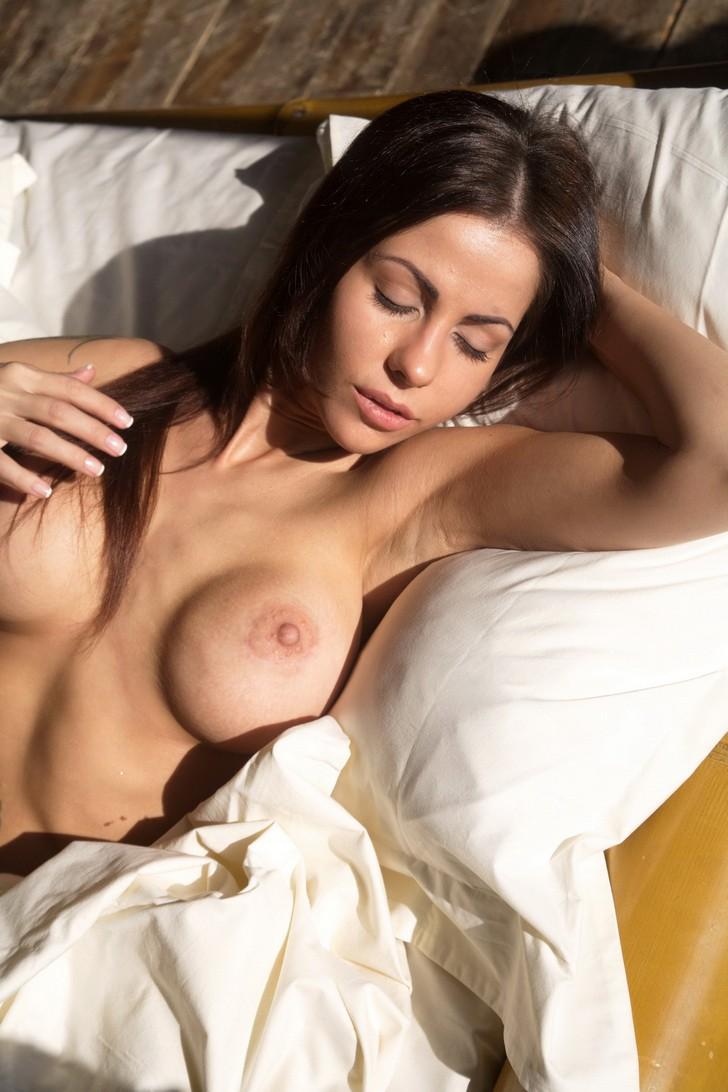 порно актрисы дома фото страна