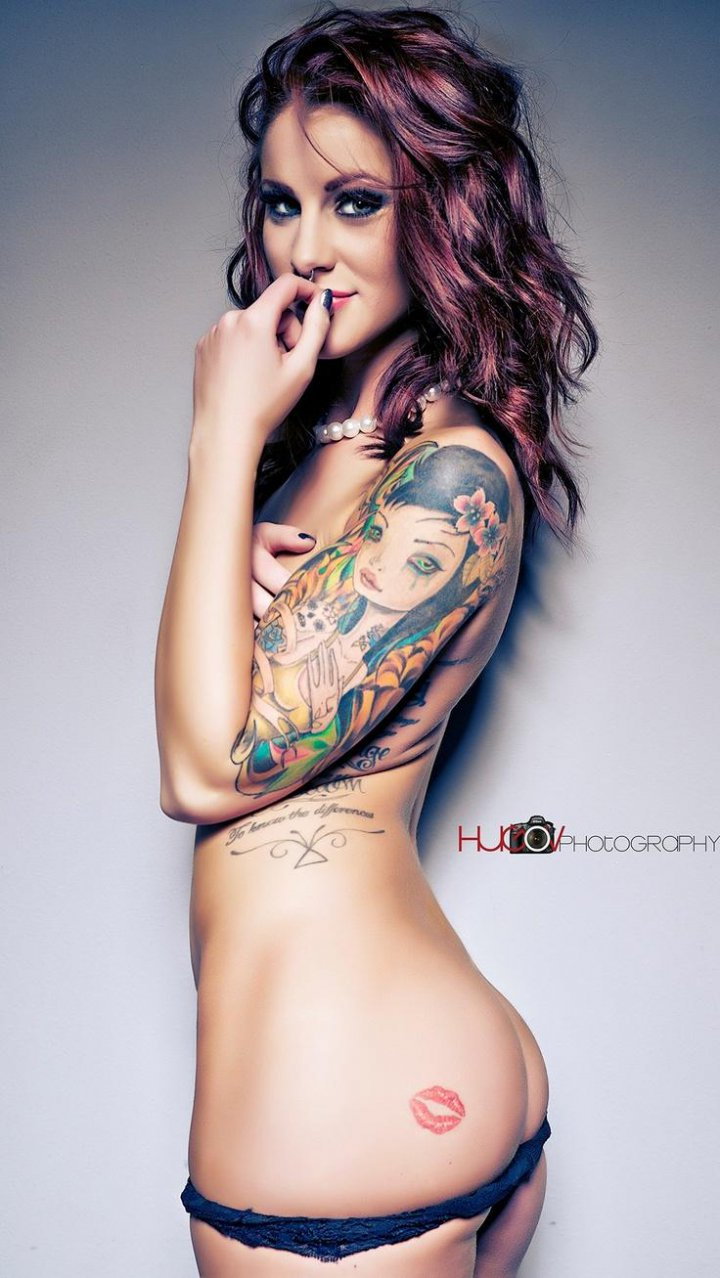 Sex squiriting sexy naked women with tattoos amatuer