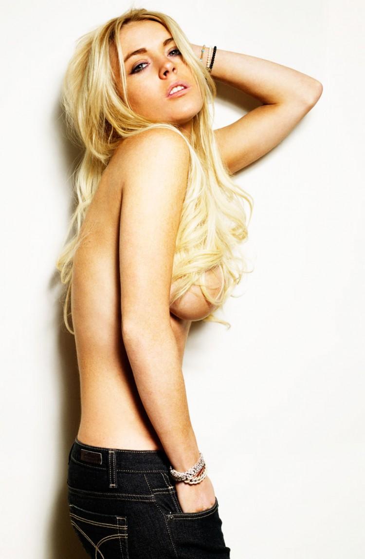 Lindsay Lohan Snaps A Sexy Bikini Selfiesee The Pic