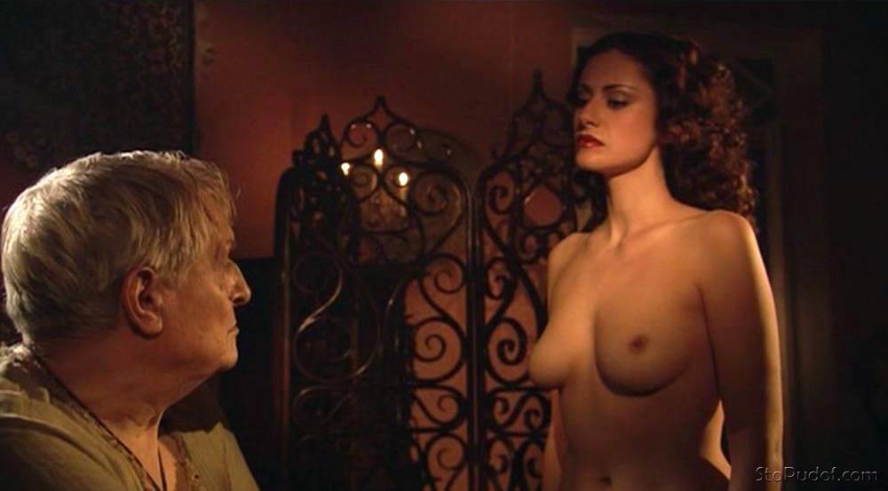Голая Александра Флоринская (актриса) видно её сиськи ...