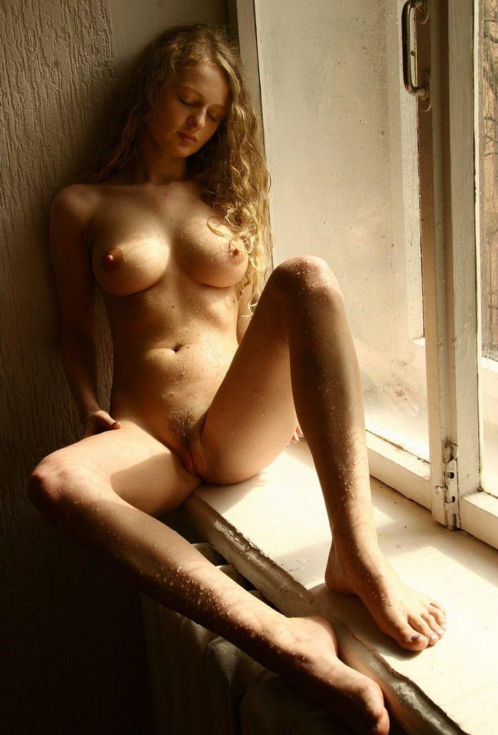 Фото голая молодая девушка