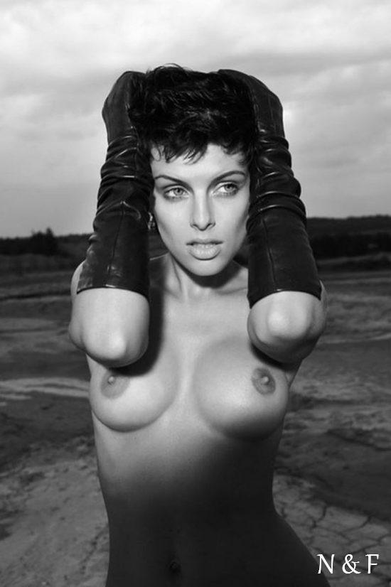 realno-golie-znamenitosti-foto